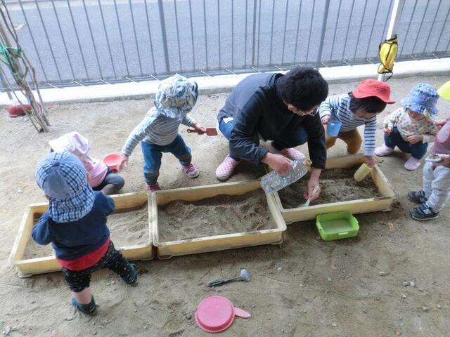 「砂遊び」(本園 もも1)