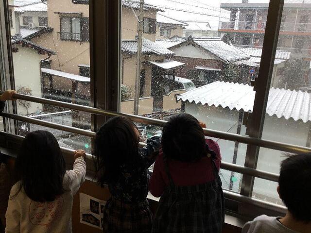 「雪だるまできたよ」(本園 つくし組)