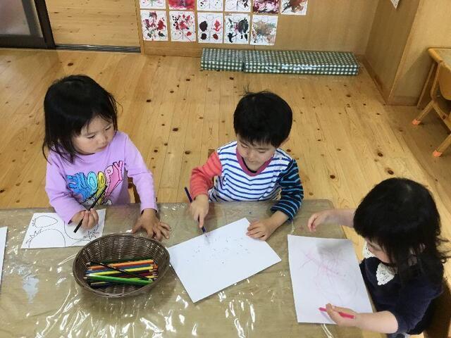 「色鉛筆でお絵描き」(本園 さくら組)
